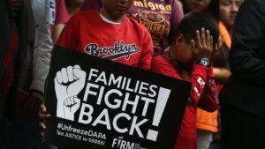 hoyla-loc-familias-inmigrantes-en-peligro-acti-001